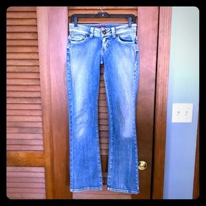 💥GUESS JEANS💥straight leg💥SIZE 27